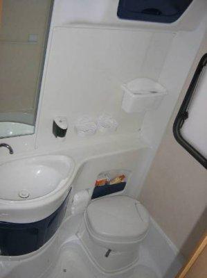 Come riportare a nuovo il bagno e riparare il piatto doccia del camper ti turismo itinerante - Bagno camper fai da te ...