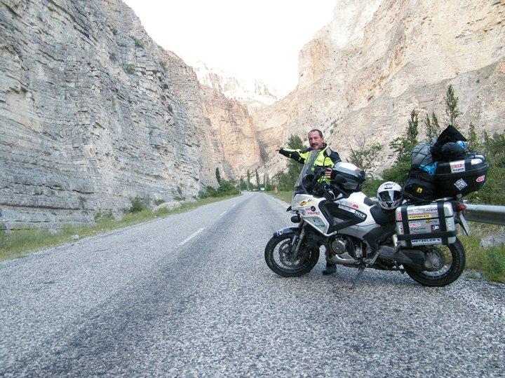Moto tra le montagne