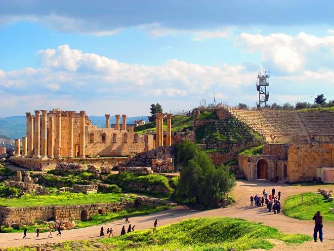 Gerasa-teatro-romano-tempio
