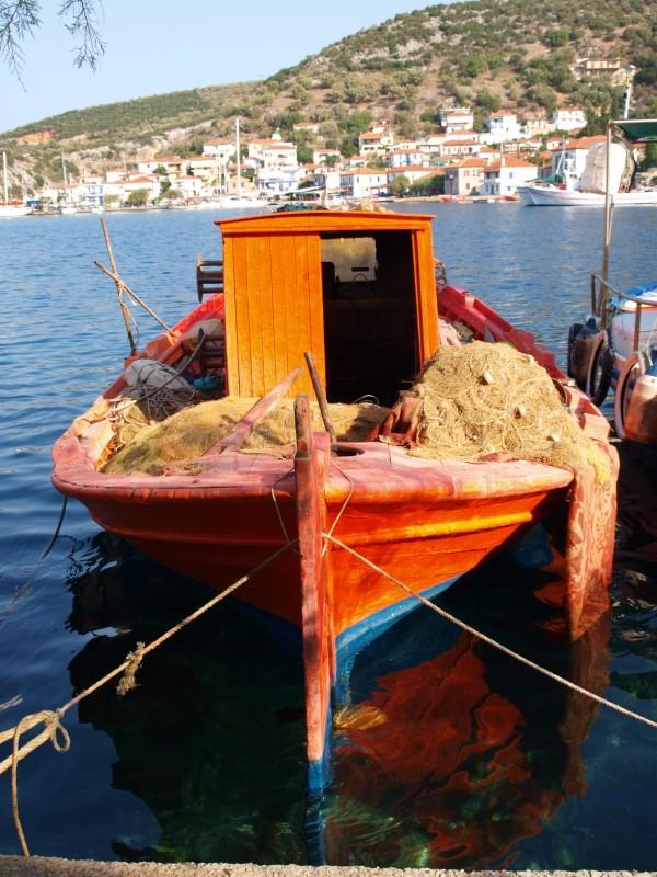 Barca di pescatori nel paesino di Agia Kiriaki