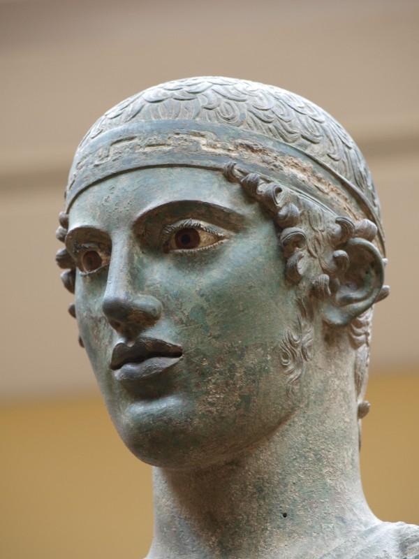 Statua al museo di Delfi