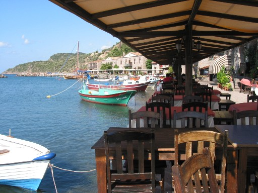 Barchette e ristoranti al borgo di Behramkale