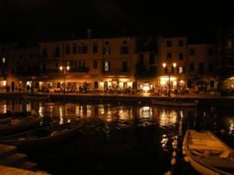 Sapori e luci nei negozietti Lago di Garda