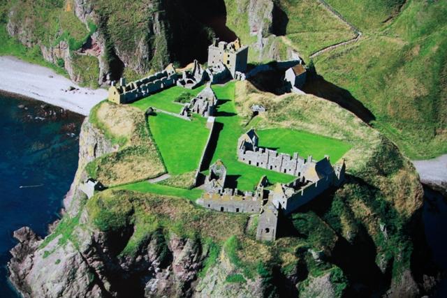 I resti del castello di Dunottar dove hanno girato un film di Shakespeare