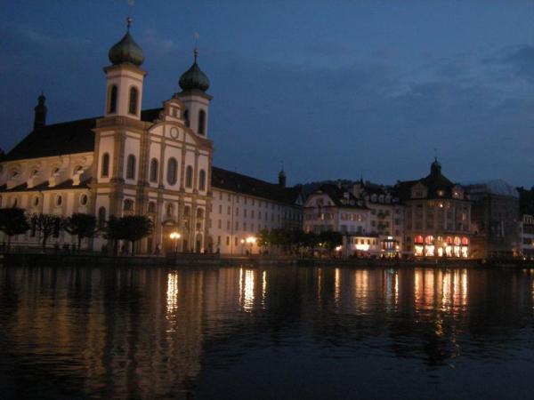 Lucerna Chiesa dei Gesuiti by night