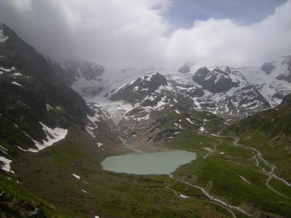Sustenpass il lago e il ghiacciaio