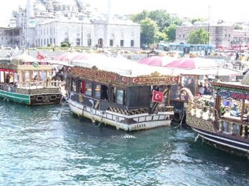 Istanbul i battelli per il giro del Bosforo