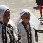 Bambine nel costume tipico