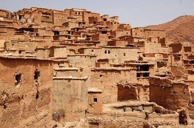 Villaggio berbero nella Valle dell'Almen con le case di paglia e fango impastati