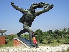 Statua 'Repubblica dei Consigli' di Kiss István al Memento Park di Budapest