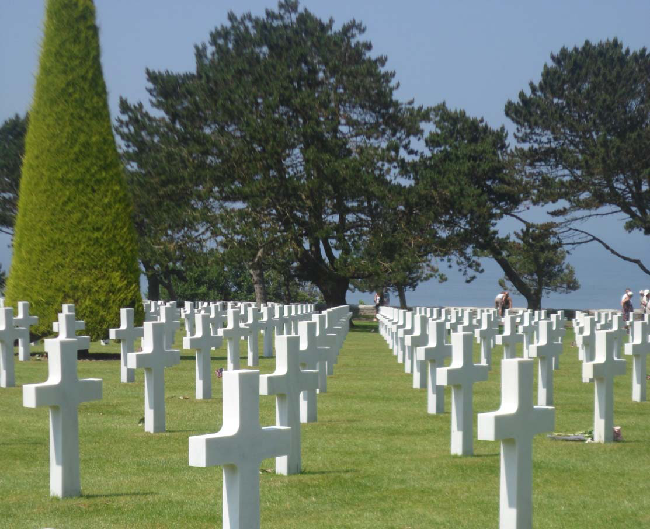 Croci bianche al cimitero militare americano a Colleville-sur-Mer