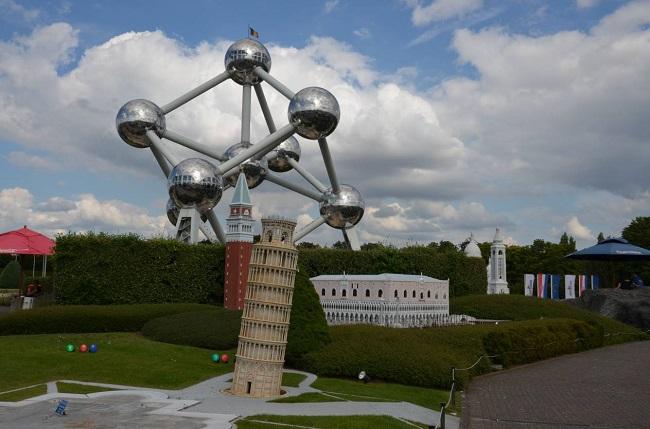 Mini-Europe ai piedi dell'Atomium a Bruxelles